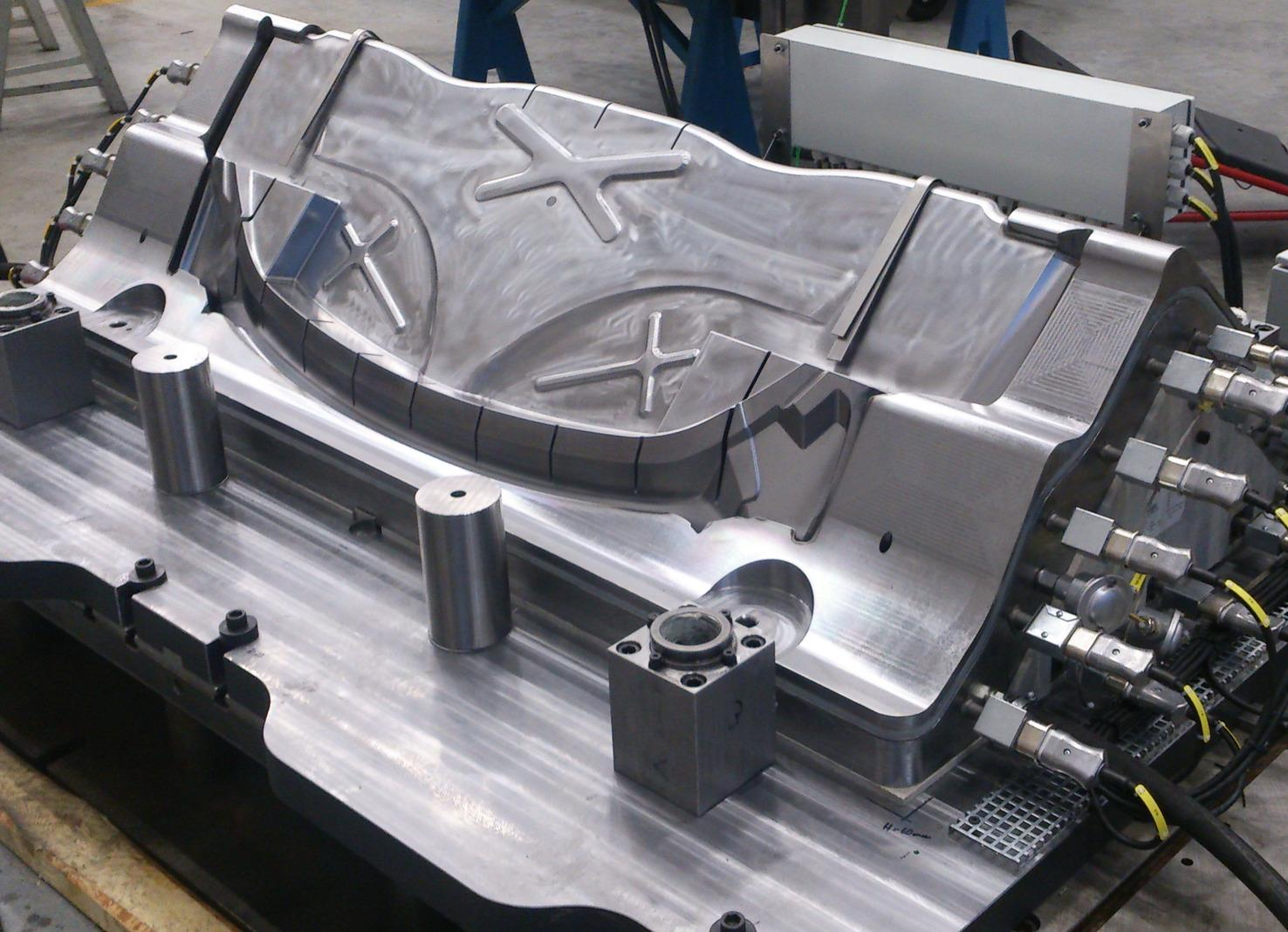 Together with research and industry, AP&T is developing production solutions for hot forming of carbon fiber, where falling material costs and faster cycle times are expected to open up additional areas of application. The tool in the image was produced during the TripleUse project, with funding from VINNOVA and SIP LIGHTer.