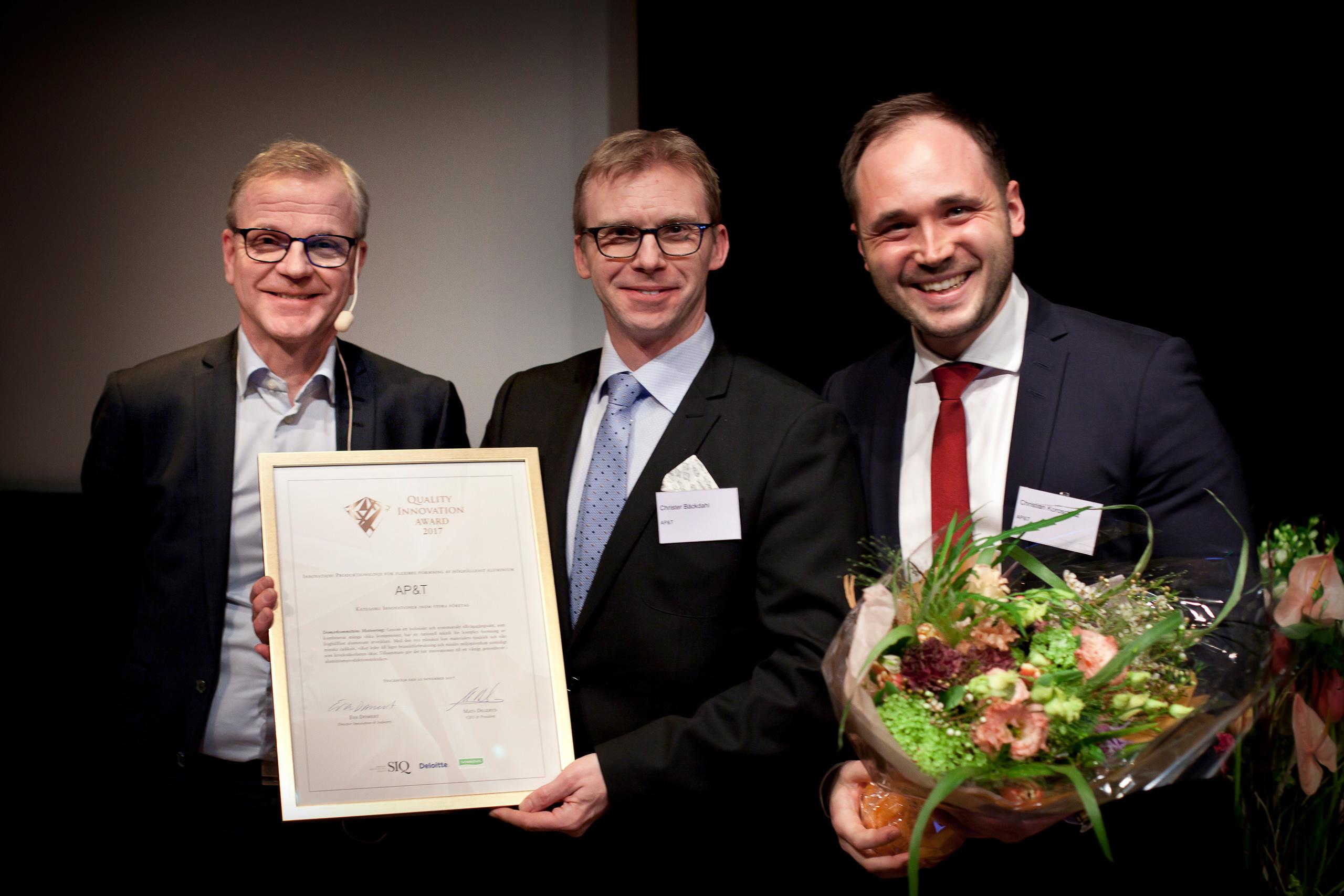 Sr. Director Operational Development and Quality Åke Ljungdahl of Volvo Car Corporation handed out the award. AP&T was represented by CTO, Product Development Christer Bäckdahl and CTO, Technology Development Dr. Christian Koroschetz. (Photograph: SIQ)